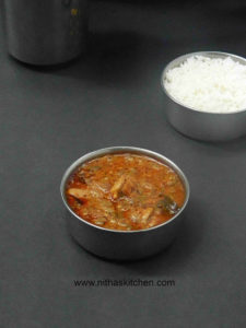 Chicken Vendakkaai Puli Kuzhambu | Tangy Chicken Okra Curry