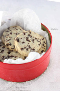 Eggless Chocolate Chip Shortbread Cookies | Christmas Chocolate Cookies