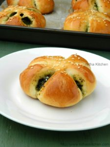 Eggless Spinach Pesto Filled Flower Shaped Buns | Savory Stuffed Soft Breads