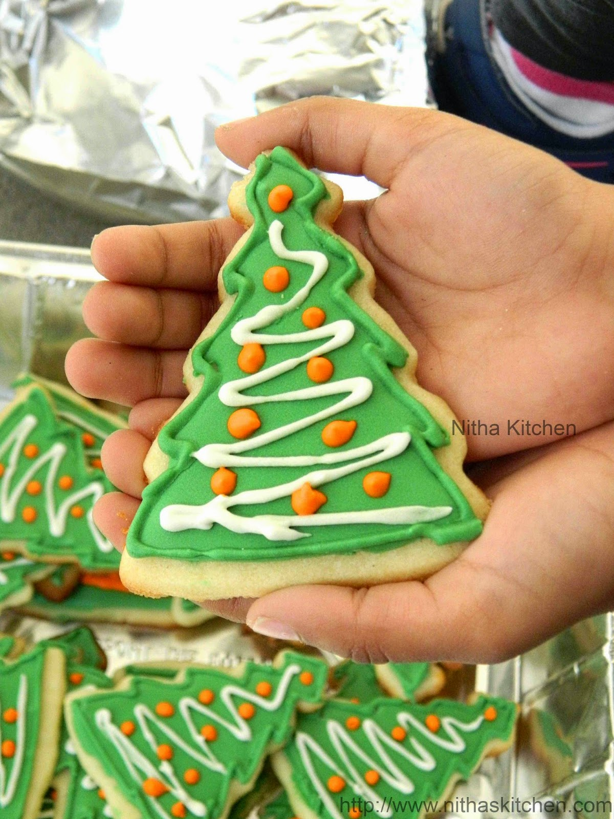 christmas sugar cookies with royal icing recipe nitha kitchen international and indian recipes - How To Decorate Christmas Cookies With Royal Icing