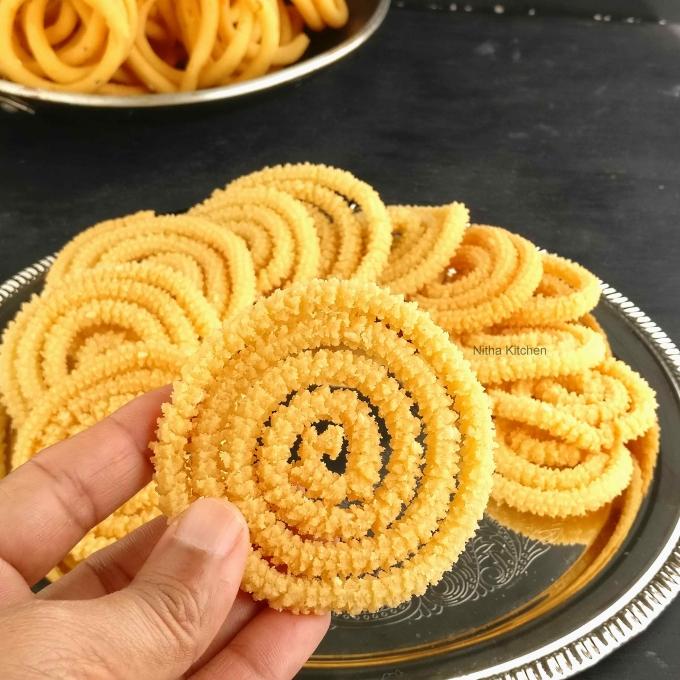 Thengaai Paal Murukku Recipe