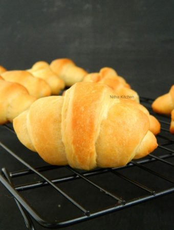 https://www.nithaskitchen.com/2018/11/eggless-crescent-dough.html