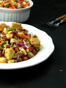 horse gram sprouts salad mulaikatiya kollu salad recipe