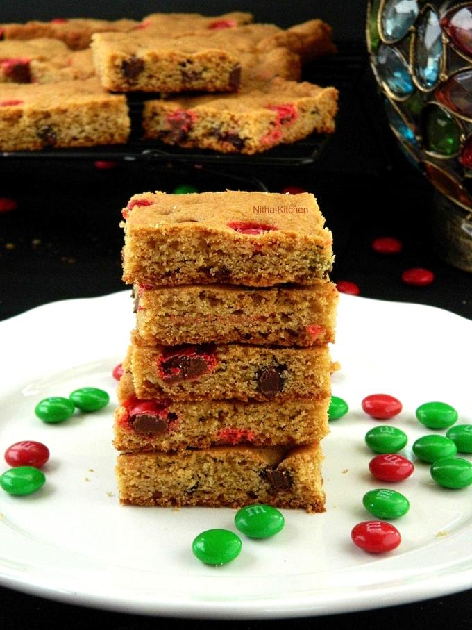 Eggless M&M blondie cookie bars recipe from scratch