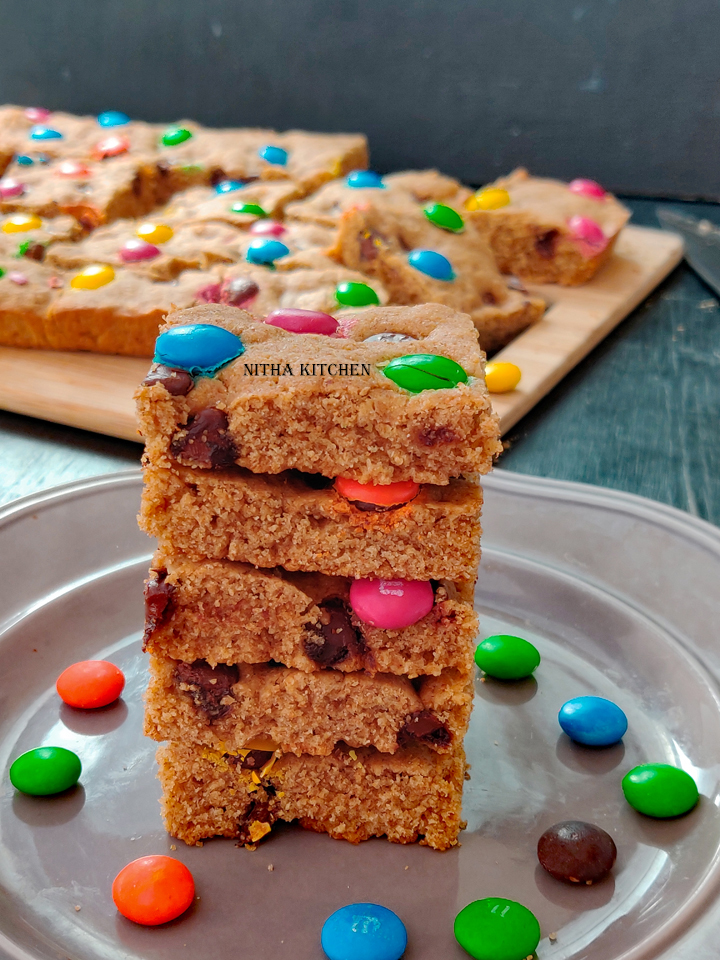 Whole Wheat Cookie Bars Or Chocolate Chip Cookie Blondies, also called as blondie bars